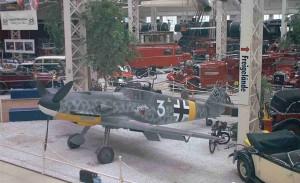 Die 109 G-4 in Speyer umrahmt von einem Mercedes Cabrio und einem Horch