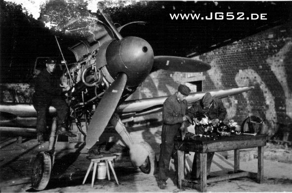 Arbeiten am Herz einer Bf 109