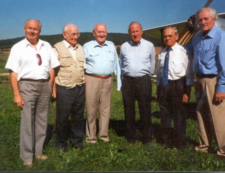 Die 8. Staffel heute: Die Herren Obleser (Staffelkapitän), Proschwitz (NO), Petermann, Rall (Staffelkapitän), Fiebig (Spieß) und Werner Hohenberg in Altenstein im Jahre 2000.