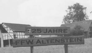 Das Schild 125 Jahre Freiwillige Feuerwehr Altenstein haben wir natürlich aktualisiert, richtig heißt es jetzt: JG 52 - 25 Jahre Treffen der Flugzeugführer und Warte in Altenstein.