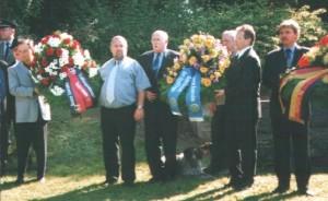 Die Trauerkränze vom JG 52, der Gemeinschaft der Jagdflieger und der Bw- Luftwaffe.