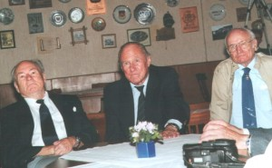 Zwei ehemalige Inspekteure der Bw-Luftwaffe beim small-talk: Friedrich Obleser und Günther Rall