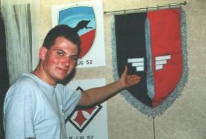 Vor der stolzen Fahne des erfolgreichsten Geschwaders des zweiten Weltkrieges