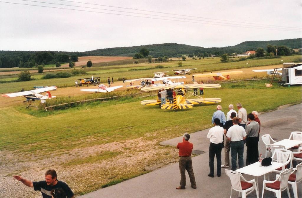Am frühen Samstagnachmittag waren immerhin schon etwas mehr als 15 Maschinen eingetroffen, bis zum Abend erhöhte sich die Anzahl auf weit über 30 Flugzeuge.