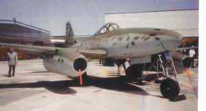 Die Me 262 nach dem Zusammenbau und in Vorbereitung für wiederum ihren Erstfluge nach 60 Jahren in Manching.