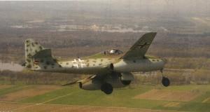Die Me 262 nach einem Test im Landeanflug auf den Flugplatz Manching.